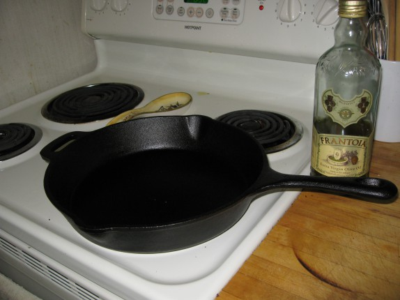 Cast iron skillet and olive oil