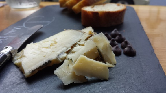 Dunbarton Blue – Roelli Cheese│ Shullsburg, WI │ Raw Cow  Cheddar, with a hint of blue.   Milky, clean taste that melts in your mouth.  Paired with dark chocolate.