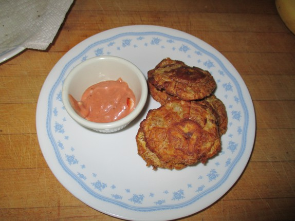 Tostones with fancy sauce