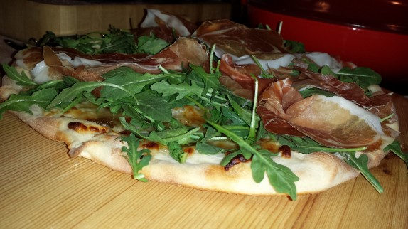 California-style Pizza with fig jam, arugula and prosciutto