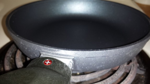 Swiss diamond frying pan