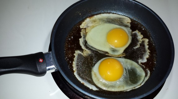 Cooking eggs in maple syrup