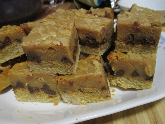Caramel, Peanut Butter, Chocolate Chip Gooey Bars